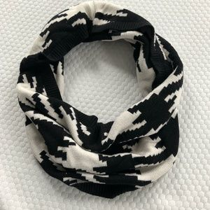 Juicy Couture Houndstooth Infinity scarf